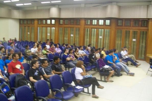 Estudantes atentos à palestra