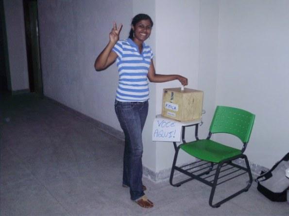 Carol votando! Candidata a Tesoureira do DA