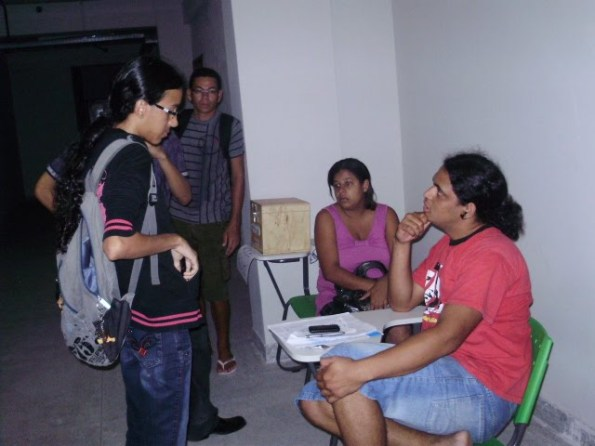 RESISTÊNCIA NA FÍSICA revoltada com a falta de energia em plena eleição no CCEN, na foto momento em que a luz já estava parcialmente resolvida