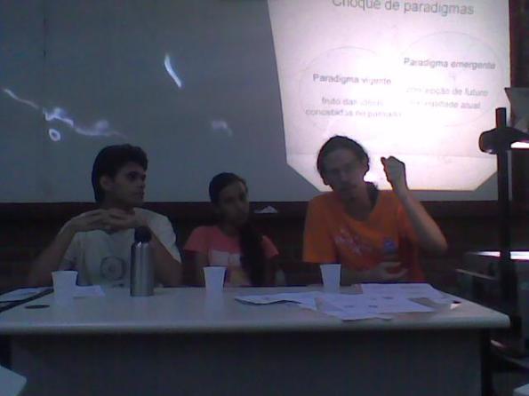 Palestrantes - Yuri Pires (Coordenador geral do DCE-UFRPE), Lidiane Monteiro (Coordenadora do Movimento RESISTÊNCIA NA FÍSICA) e Alexandro Tenório (Coordenador do Curso)