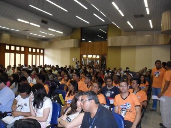 Público estimado em 400 participantes