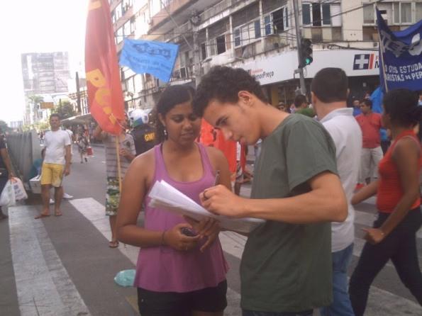 DAFÍS participa do recolhimento de assinaturas da abaixo-assinado contra o aumento de passagens!