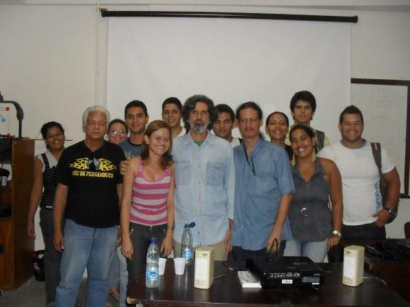 Alguns participantes do Cine-Astronomia e entidades (DAFís-UFRPE, PIBID-Física, DCE-UFRPE, Conexões de Saberes, SAR, PET-conexões)